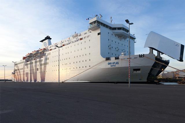 Raggiungere la Sardegna con le navi veloci | Sardinias