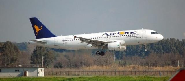 AirOne A320 in decollo