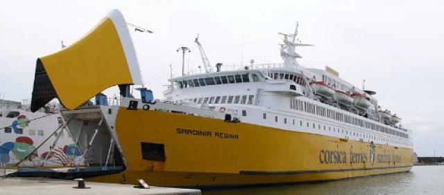 Traghetto Sardinia Ferries allo sbarco
