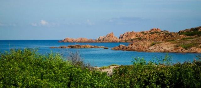 La costa frastagliata di Isola Rossa