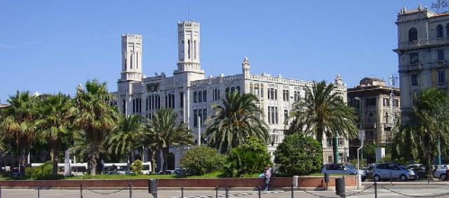 Veduta di Via Roma e del Municipio dal porto