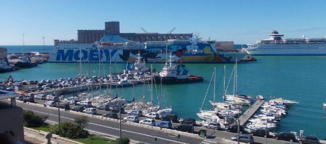 Veduta del porto di Civitavecchia