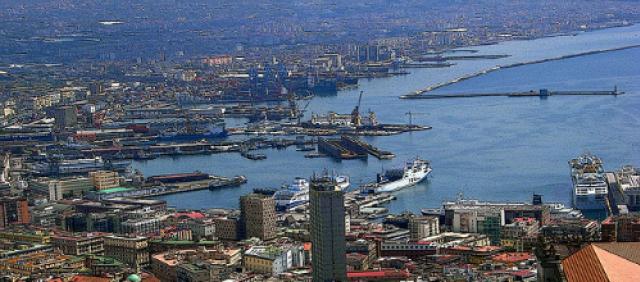 Veduta del porto di Napoli