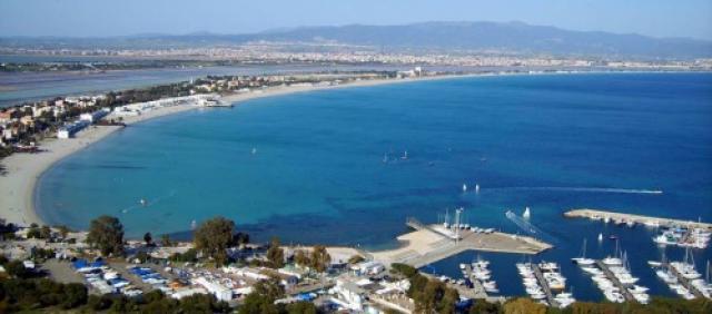 Spiaggia del Poetto vista dalla Sella del Diavolo