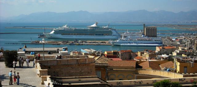 Veduta del porto di Cagliari