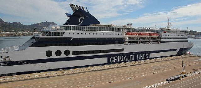 Nave della Grimaldi Lines al porto di Olbia