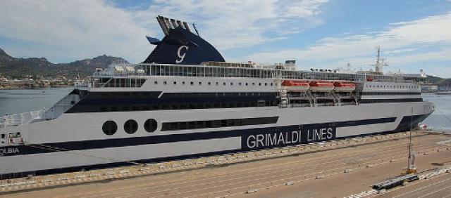 Traghetto Grimaldi Lines al porto di Olbia