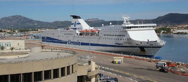 Tirrenia - Nave al porto - Sardegna
