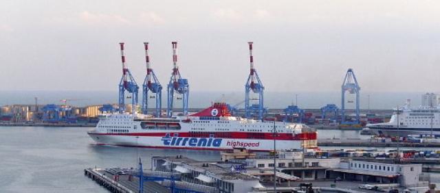 Tirrenia al porto di Genova