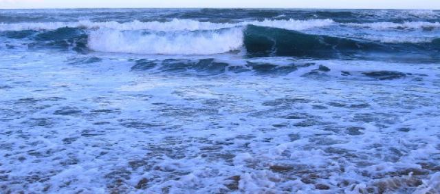 Onde del mare per effetto del vento in Sardegna